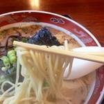 14360865 - ラーメンの麺は熊本ラーメン特有の中太麺