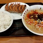大阪王将 - 料理写真:四川豚山ボンバー担担麺餃子セット