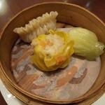中華旬彩料理 東方紅 - ふかひれ姿煮中華そばの飲茶三点盛り
