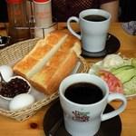 コメダ珈琲店 - たっぷりブレンドコーヒー(480円)+小倉あん(100円)+ミニサラダ(200円)