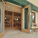 カフェボスケ - 店内は珈琲の香りと、焼き立てパンの香りが漂う寛ぎ空間です。