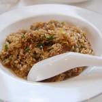 恵泉 - ランチのチャーハン(牛肉とニラ)