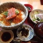 14363149 - 鮭親子丼 900円