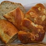 Brasserie VIRON - バゲット2切れ+ライ麦パン+ココナッツクリームパン