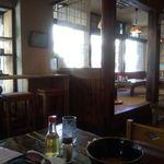 がんじゅうおばぁの台所 ゆらてぃく - 座敷、テーブル、カウンター席が各々ある
