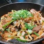 143641016 - 平井牛ホルモンと野菜の味噌ダレ焼き