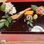 くらの坊 - サーモン薔薇盛り。こじんまり華やかな前菜盛り♡