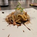 143644399 - スパゲッティ アサリの出汁と黒ニンニクのソース