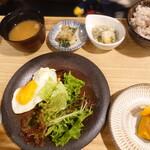 yakitoritowainkasshi-wa - おからとひじきのヘルシー 鶏ハンバーグ てりやきソース
