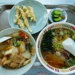 松竹飯店 - 料理写真:得々セット \1000 ドリンク付き ミニ丼は、麻婆丼・中華丼・カレー丼から選べます
