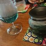 シラホ 家カフェ - ドリンク写真:バタフライピー。ホットですが、このグラス。後で調べたら、割りと人気のハーブティーらしい。