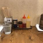 麺屋鈴春 - 内観(テーブル上)