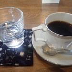 アマノ - ドリンク写真:ブレンドコーヒー 苦味も香りもよくすっきりした味わいミャ