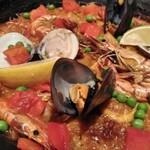 カサ・デ・フジモリ - 海老、ムール貝、ハマグリ、アサリ、イカ、魚、鶏肉、トマト等具材たっぷり入っています。