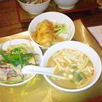 14366071 - 前菜3種 ヤムカイダウ(目玉焼きサラダ)、揚げ魚のチリソースかけ