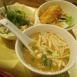14366073 - 前菜3種 ヤムカイダウ(目玉焼きサラダ)、揚げ魚のチリソースかけ