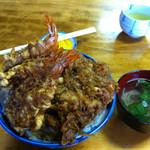 八ツ手屋 - 天丼中、大盛り(800円)