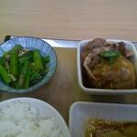 おふくろ亭 - 小松菜の煮浸しと肉じゃが