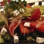 酒場 ミラクル商會 - トマトのサラダ、野菜がたっぷり取れます。