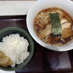 カドヤ食堂 - 中華そば (*´-`) ライス 搾菜