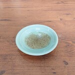 永楽 - 酢とこしょうで餡の味を堪能できます。