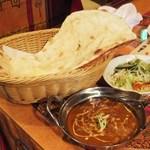 フルバリ - ダル(豆)カレーとナン