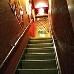 バー バンダバーグ - 店は2階に有りますが階段は急ですので気をつけましょう!