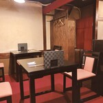 酒肴 大阪まんぷく堂 - 店内 テーブル席