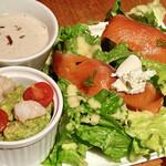 143682619 - 海老とアボカドのディップとスモークサーモンクリームチーズサラダ(1650円)