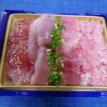 ヤオコー - 料理写真:4種のまぐろ尽くしちらし645円