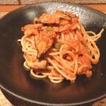 ヴィーニ デル ボッテゴン - ★8イタリア マグロのツナとキノコのトマトソーススパゲティ ボスカイオーラ