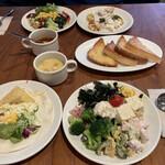 シズラー - 料理写真:チーズトーストとサラダバー