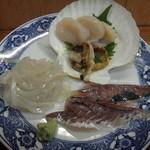 大洋食堂 - ホタテ、イカ、アジの刺身