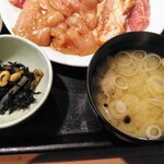 上越 食道園 - ひじきに煮物、味噌汁