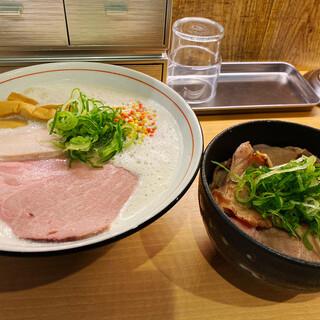 濃厚鶏そば 葵 - 料理写真: