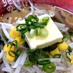 北海道らーめん 北の恵み - バターをトッピング