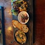 マケイヌノトオボエ - 鶏と根菜とキノコのみそアヒージョ