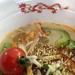 ニューフジサービス 西武ドーム売店 - 夏野菜の冷やしピリごま麺