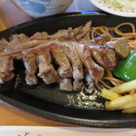 鳥料理 由布 - ガーリックのよく効いた薩摩地鶏