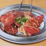 143724082 - 肉は、黒毛和牛カルビ・ロースorハラミ・トリカルビ・角切牛心(ハツ)