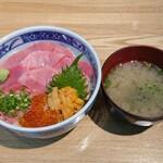 とろろ・海鮮料理 さんすい - 料理写真:中とろ・うに・いくら丼 2,000円(別)