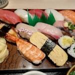143726822 - 美味しそうなお寿司たち。実際、おいしい!