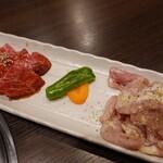 焼肉元太 - カルビ(890円)、鶏せせり(720円)