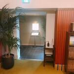 てんぷらと和食 山の上 - ロビー横の入口