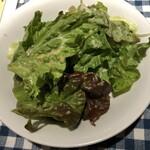 南欧田舎料理のお店タパス - ランチセットにはサラダが前菜でついてきます。