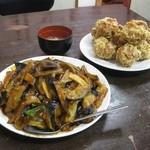 14374066 - 麻婆なす飯 大盛り(780円+100円)、鶏肉の唐揚げ(680円)