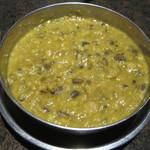 ジャイネパール - ダルスープは豆の風味がどろっと濃厚