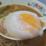 餃子の王将 - 担々麺の半熟卵