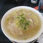 Wang - 鶏肉と白菜の塩味そば