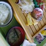 魚いち亭 - 2000円の刺身3種盛り定食